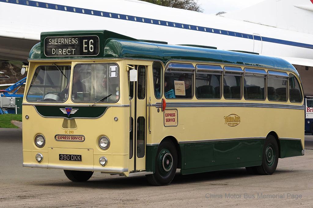 Maidstone & District嘅Harrington Wayfarer 4車身AEC Reliance,客車版車身但重裝上巴士版頭幅