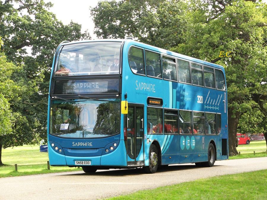 Arriva the Shires 的升級服務﹐ 有 Sapphire Enviro400 。