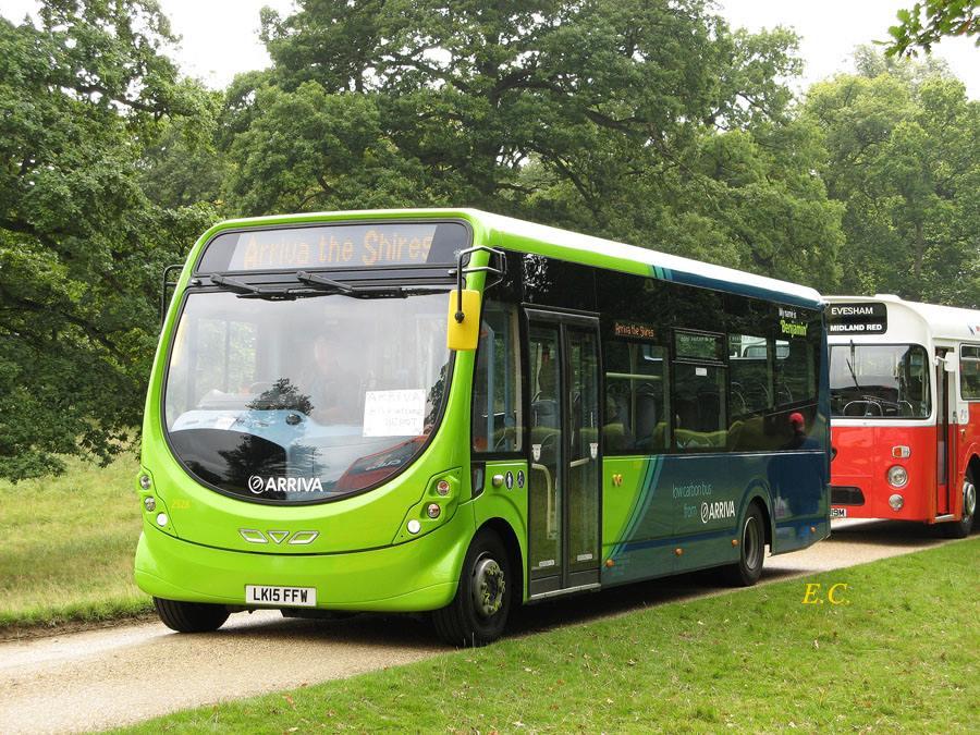 繼在 Milton Keynes 引入了純電版的 Wright StreetLite WF 之後﹐ Arrive the Shires 再在 High Wycombe 引入柴油版的 Wright StreetLite WF 。