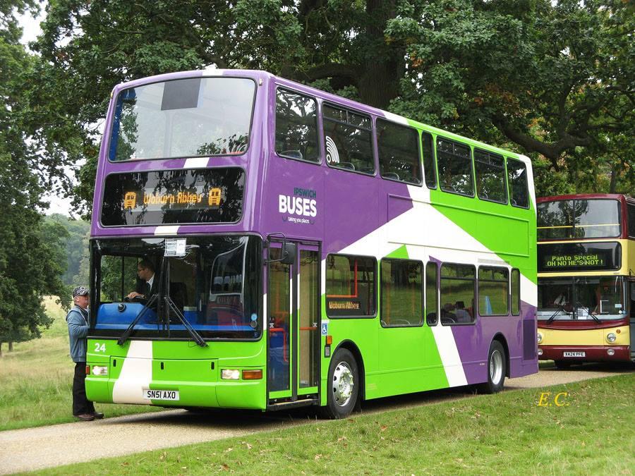 Ipswich Buses 這部 Plaxton 躉所配新的塗裝看來很醒神。