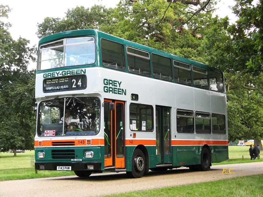 前 Grey Green 配亞歷山大 RV 車身的富豪 B10M ﹐ 是倫敦最早一批私營化的市內巴士。
