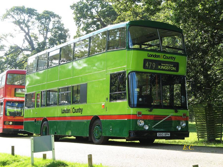 曾經活躍倫敦西南及 Surrey 一帶的 London & Country 富豪 B10M 配 East Lancs 車身。