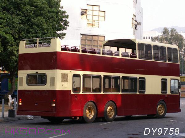 DY9758_LESLIE